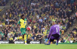 Dieumerci Mbokani scores his 2nd goal of the game to put Norwich 4-2 up.